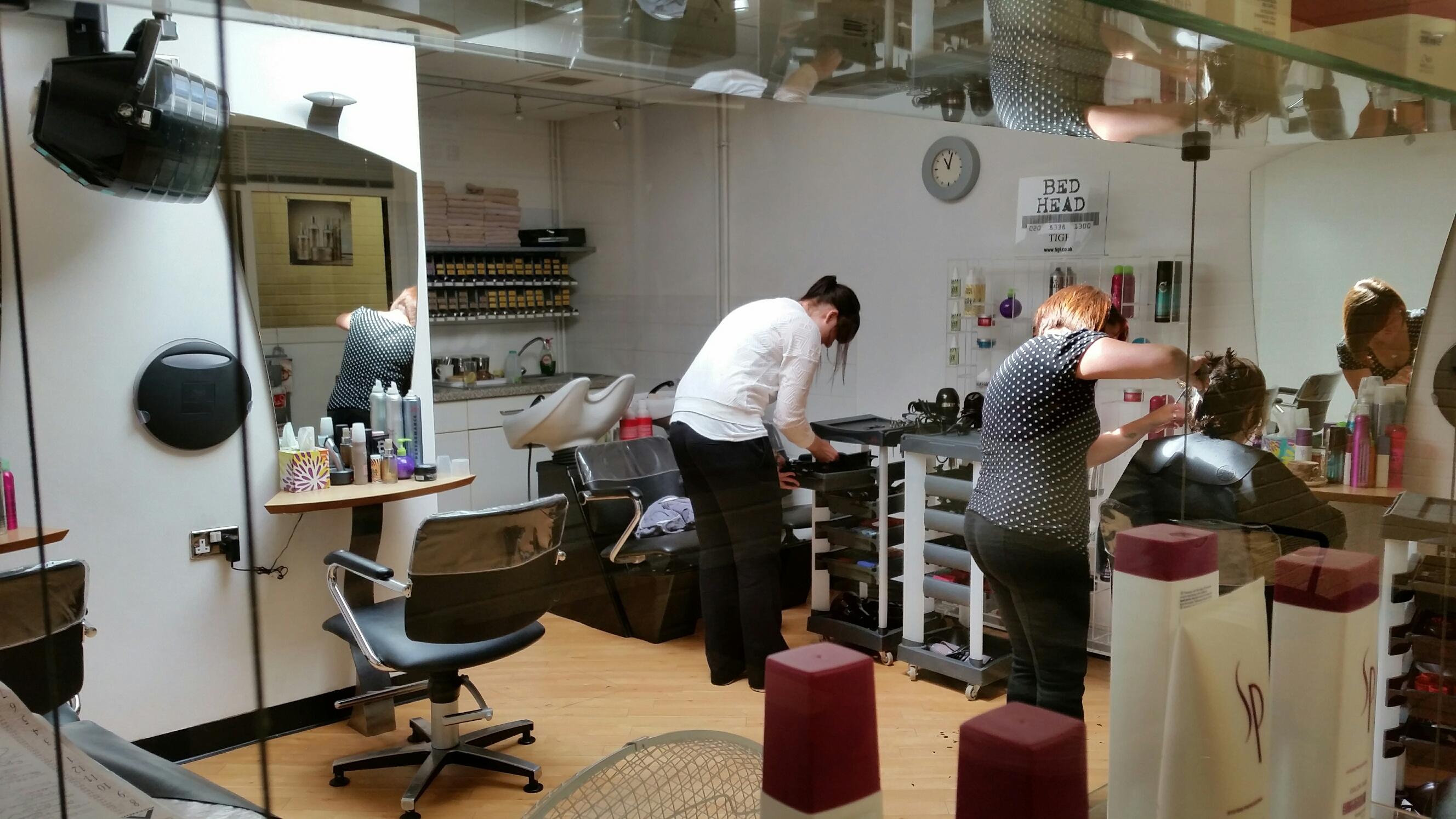 N Style Hair Salon Kernersville: Cut 'N' Run Unisex Hair Salon